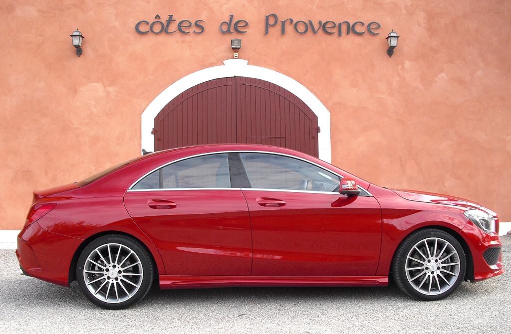 Mercedes CLA: Und so sieht das viertürige Coupé von der Seite aus.