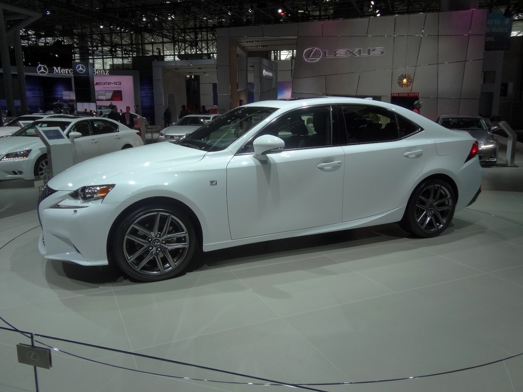 New York 2013: Lexus IS 250 F-Sport