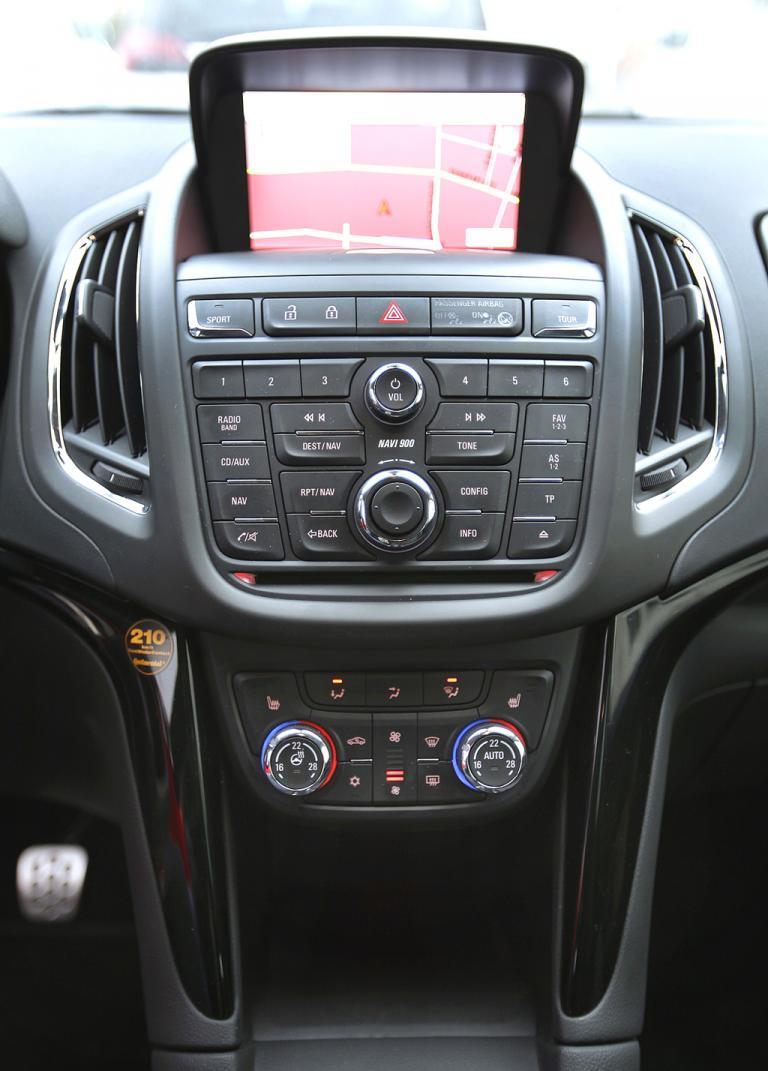 Opel Zafira Tourer: Blick auf den mittleren Armaturenträger.