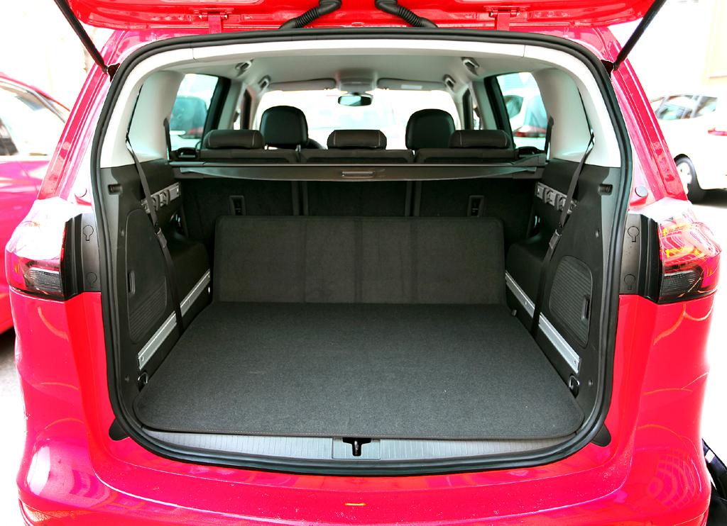 Opel Zafira Tourer: Das Gepäckabteil fasst 152 bis 1792 Liter (Fünfsitzer 710 bis 1860 Liter).