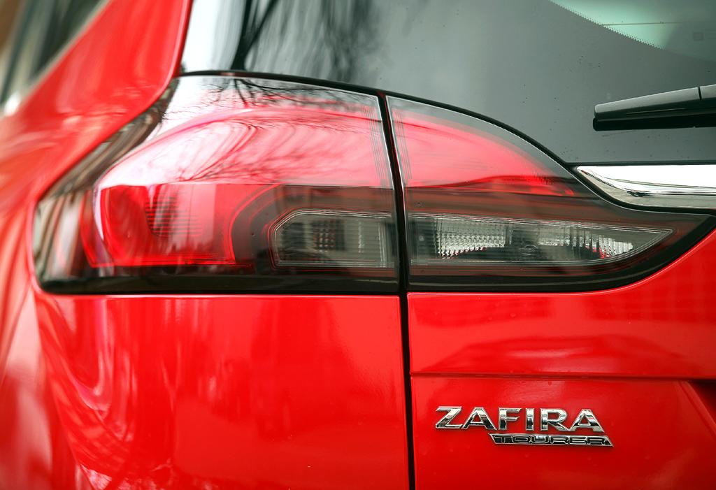 Opel Zafira Tourer: Moderne Leuchteinheit hinten mit Modellschriftzug.