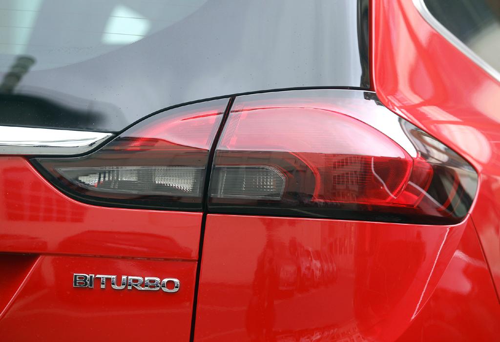 Opel Zafira Tourer: Moderne Leuchteinheit hinten mit Motorisierungsschriftzug.