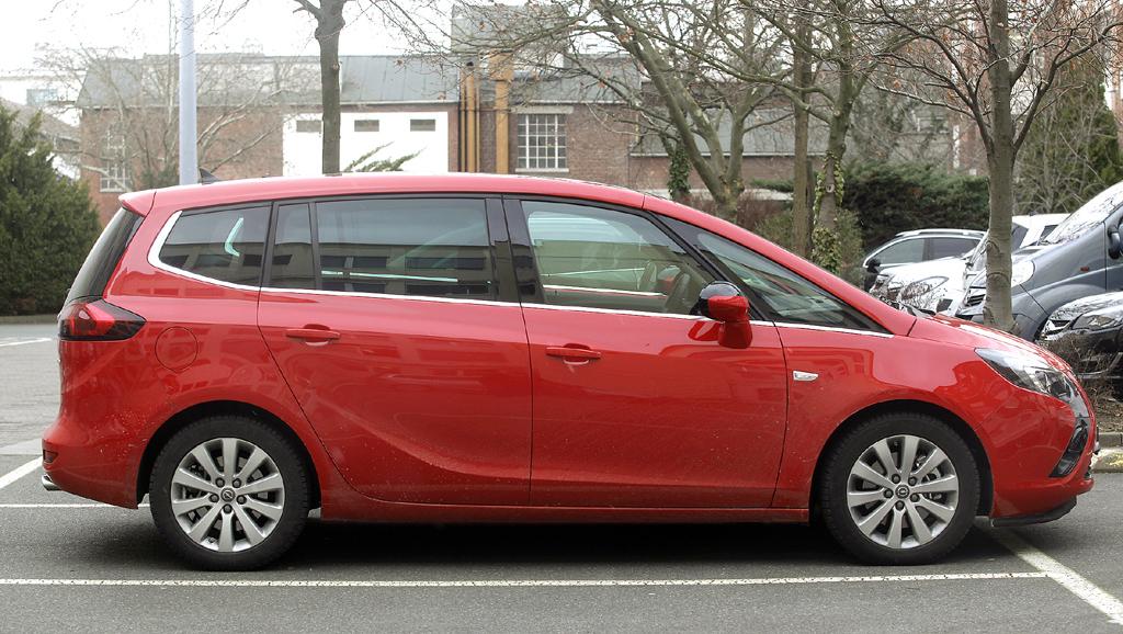 Opel Zafira Tourer: Und so sieht der Kompaktvan der Rüsselsheimer von der Seite aus.