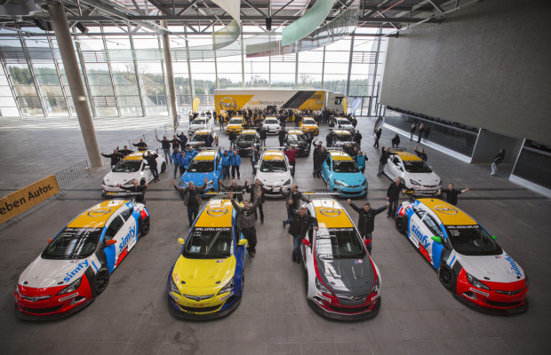 Opel übergibt 20 Astra OPC Cup