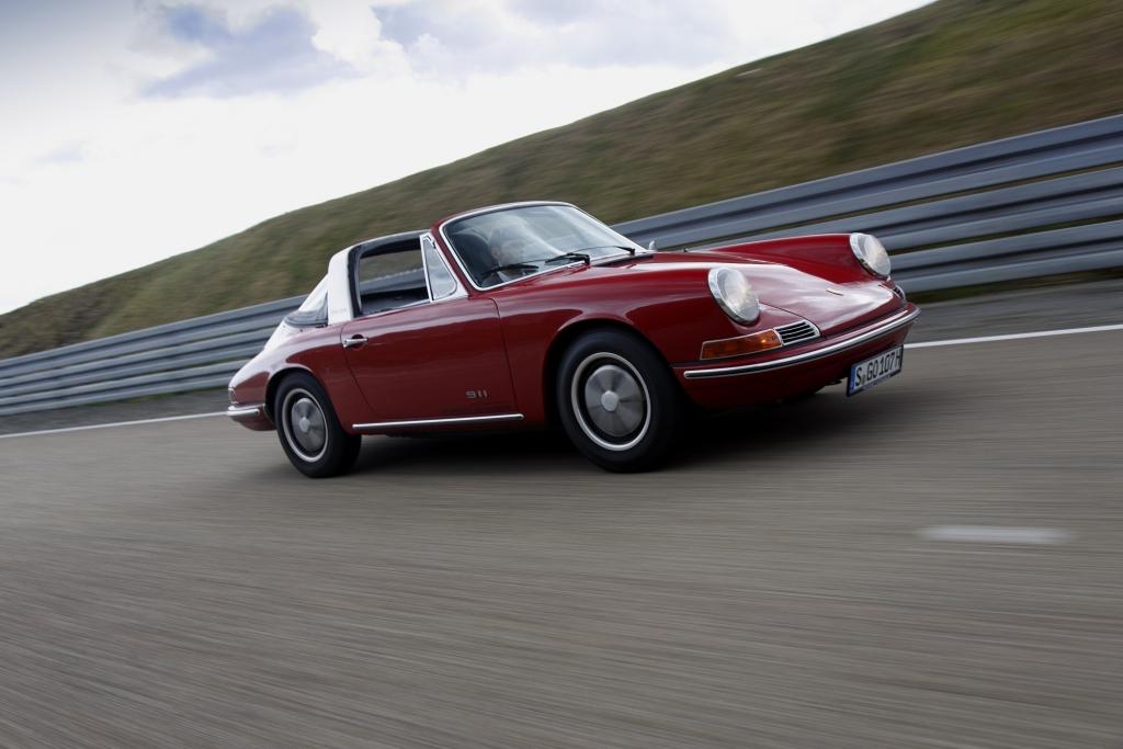 Panorama: 50 Jahre Porsche 911 - Reifen hält jung
