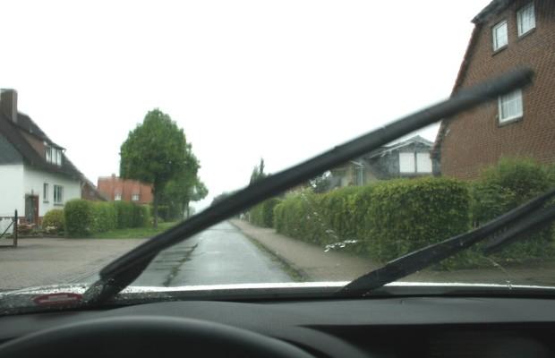 Ratgeber: Auf nassen Straßen richtig reagieren