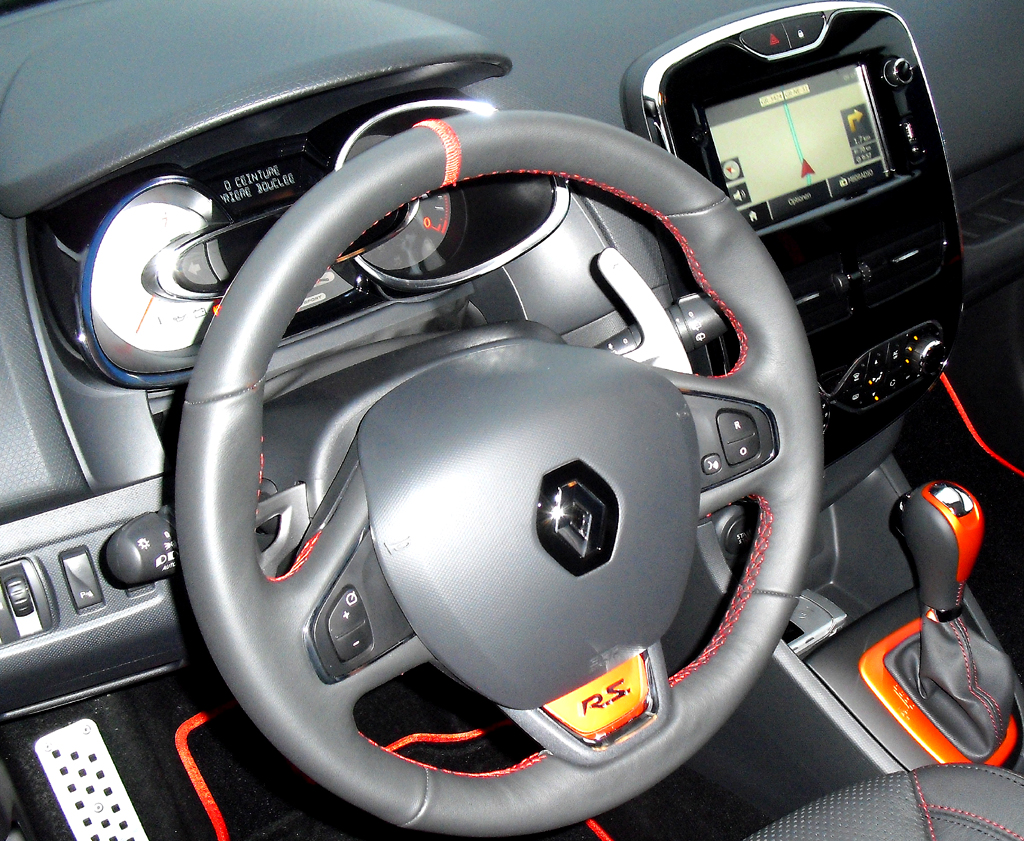Renault Clio RS: Blick ins sportlich-funktionelle Cockpit.