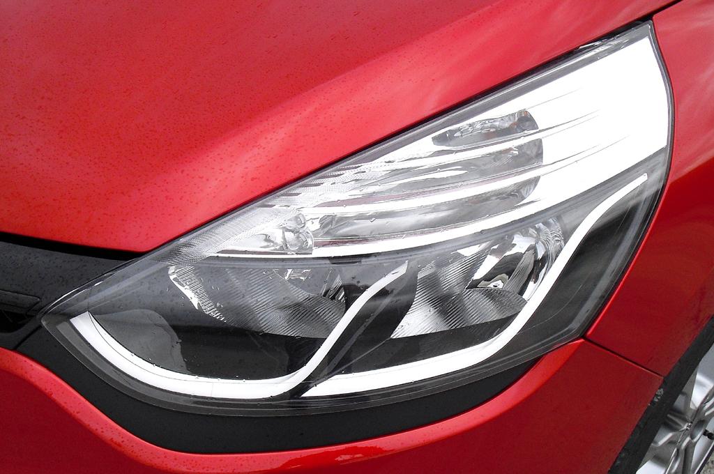 Renault Clio RS: Moderne Leuchteinheit vorn.