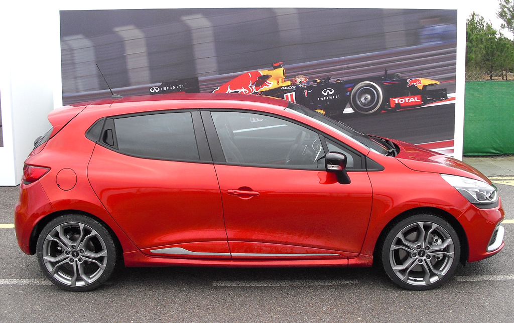 Renault Clio RS: So sieht der kleine Kompaktsportler von der Seite aus.