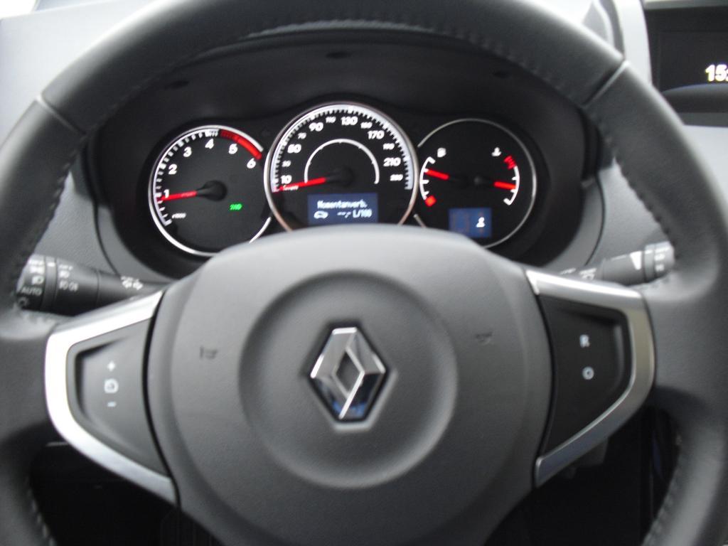 Renault Koleos: Blick durch den Lenkradkranz auf die Rundinstrumentierung.
