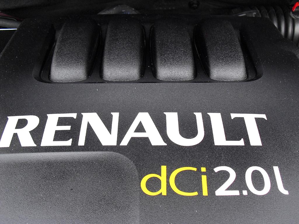 Renault Koleos: Blick unter die Haube auf den 2,0-Liter-Vierzylinder-Selbstzünder.