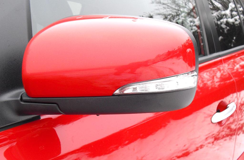Renault Koleos: In die Außenspiegel sind schmale Blinkblöcke integriert.