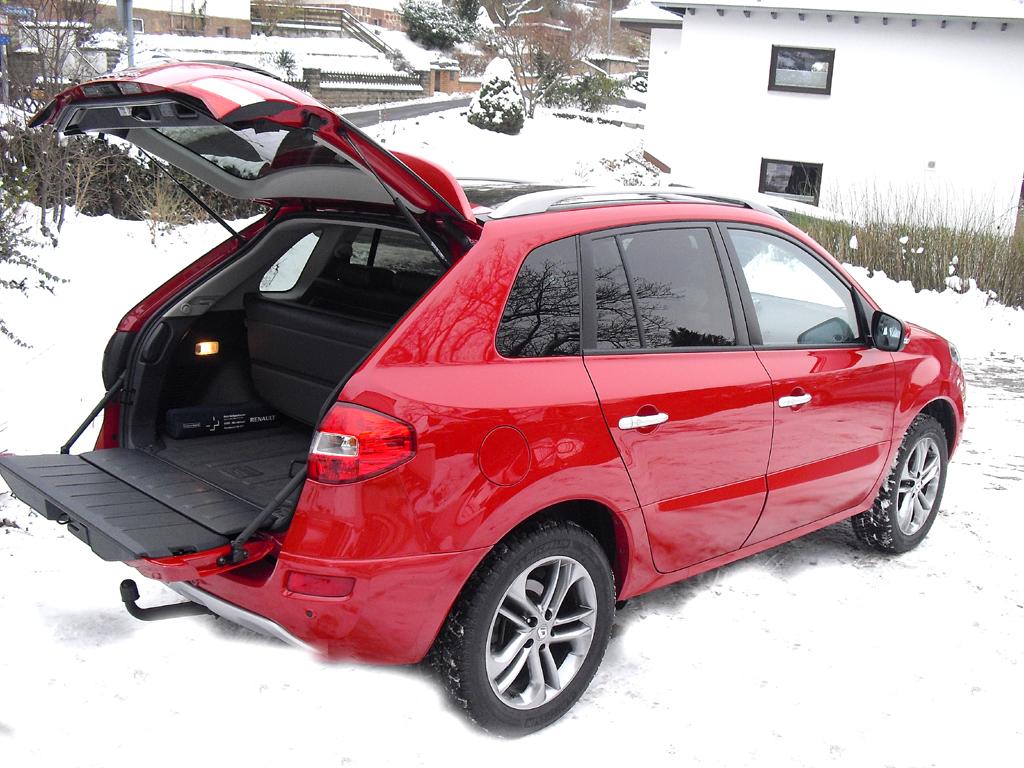 Renault Koleos: Ins Gepäckabteil passen 450 bis 1380 Liter hinein.