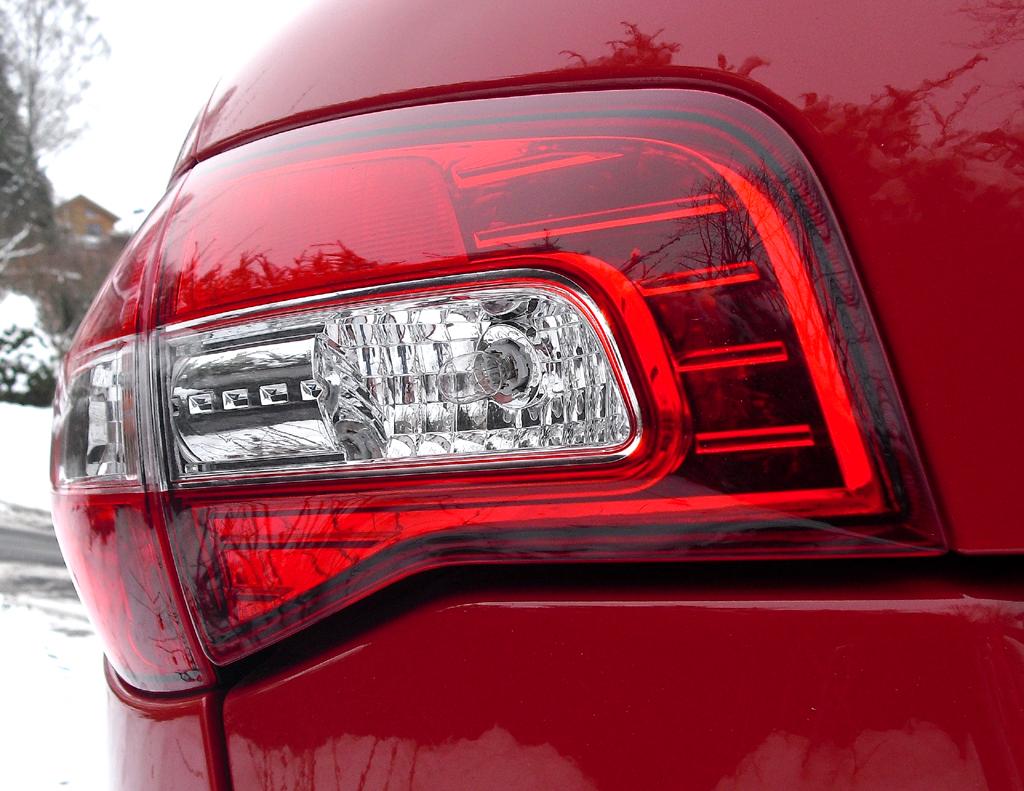 Renault Koleos: Moderne Leuchteinheit hinten.