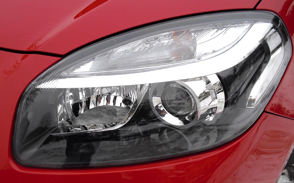 Renault Koleos: Moderne Leuchteinheit vorn.