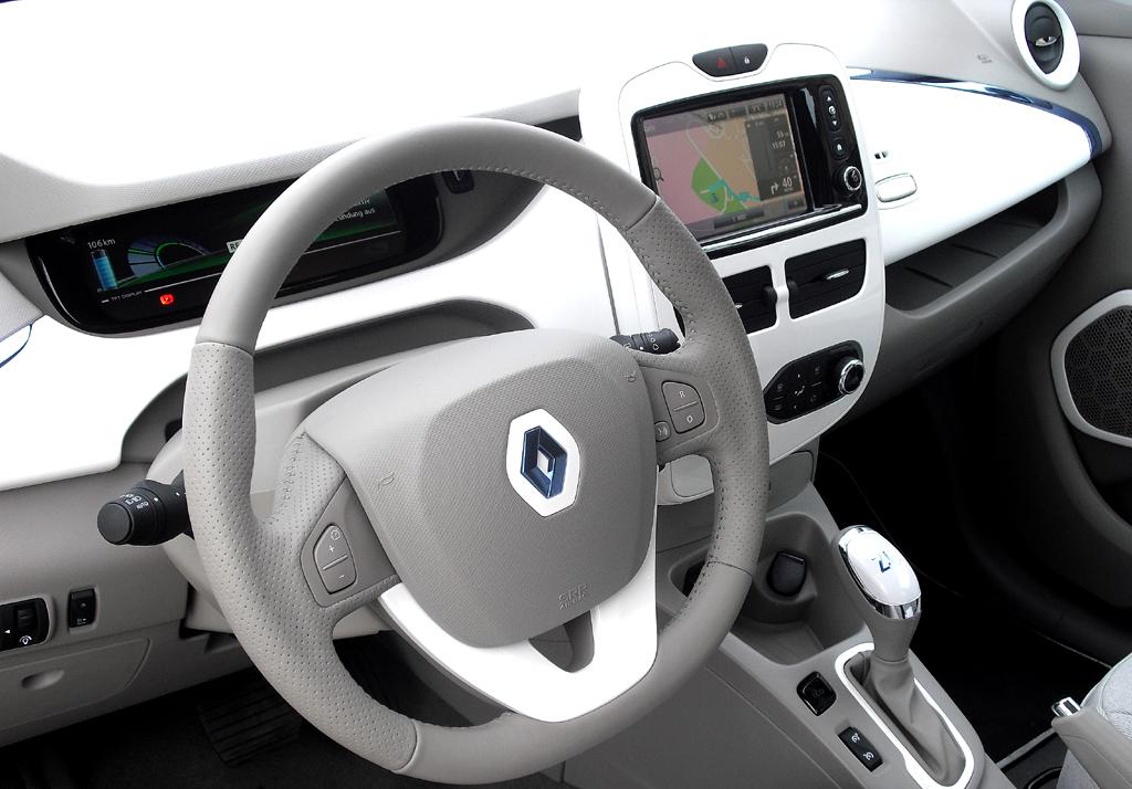 Renault Zoe: Blick ins einfach gehaltene, aber helle und freundliche Cockpit.