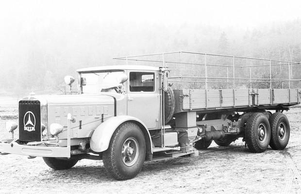Retro Classics 2013: Daimler zeigt 14 historische Lkw