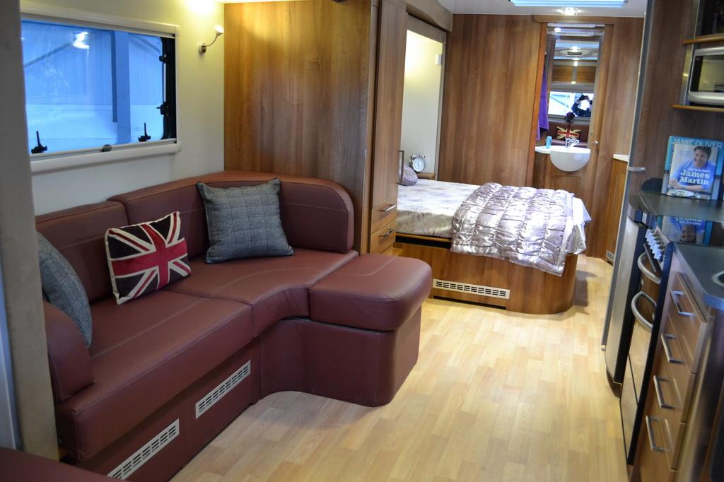 Roka bietet britische Inos-Caravans mit elektrischem Erker