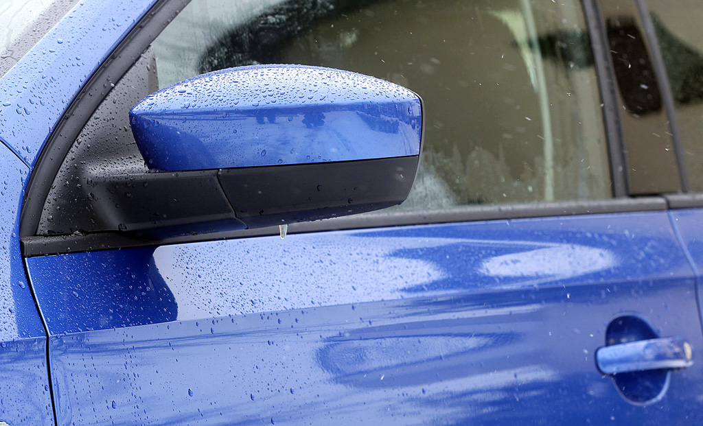 Seat Toledo: Blick auf den Außenspiegel auf der Fahrerseite.