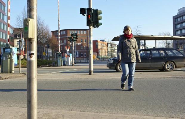 Sichere Fußgängerampeln mit blinkendem Grünlicht