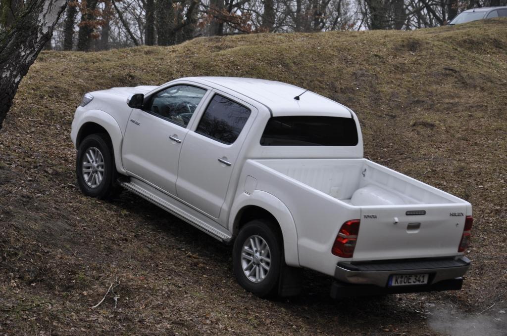 Test Toyota Hilux 3 0 Double Cab 4x4 Executive Domestiziertes