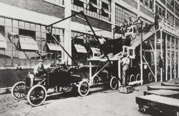 100 Jahre Fließbandproduktion - Autos am laufenden Band