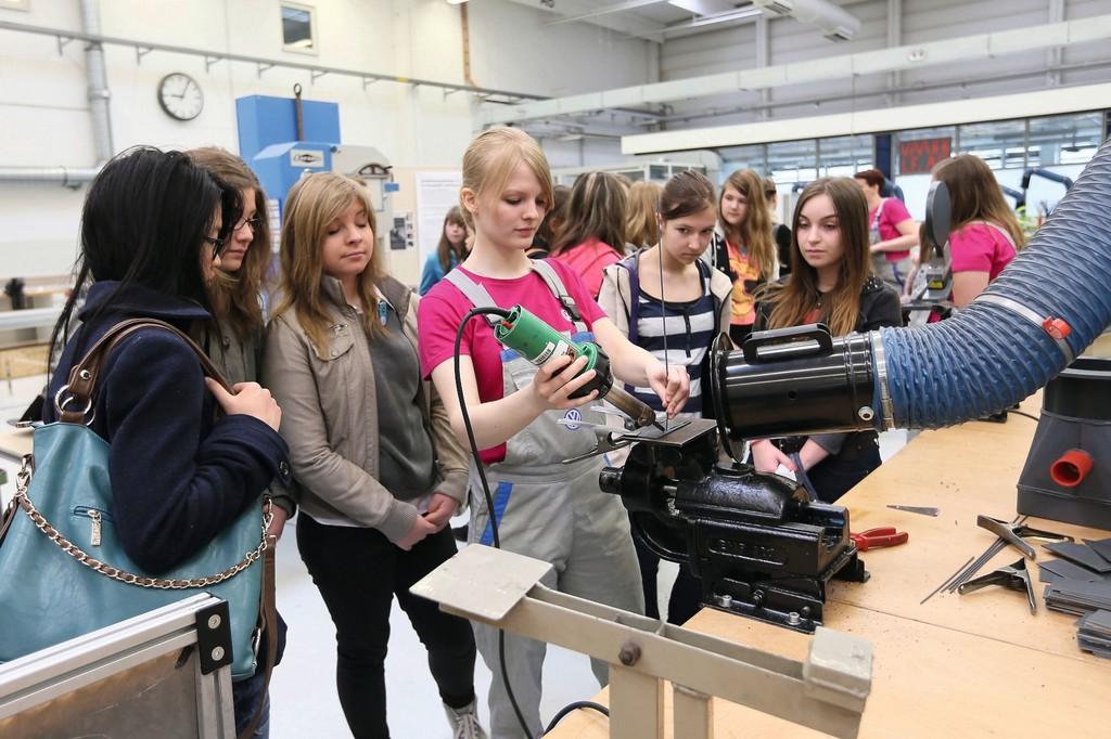 1670 Schülerinnen beim Girls' Day bei Volkswagen