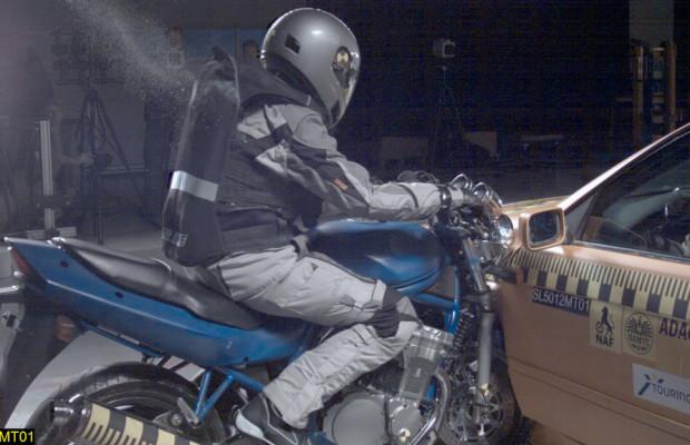 ADAC testet Sicherheitssysteme für Motorradfahrer