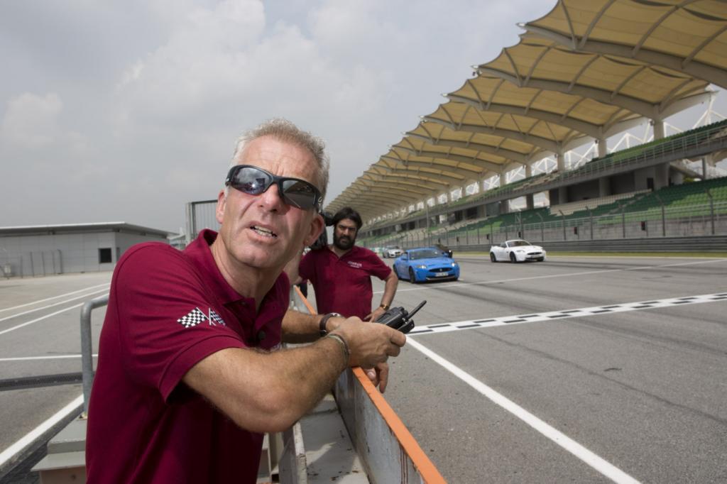 Adrenalin trifft Aroma: Formel1-Veteran Christian Danner als Coach auf der Formel-1-Strecke in Malaysia