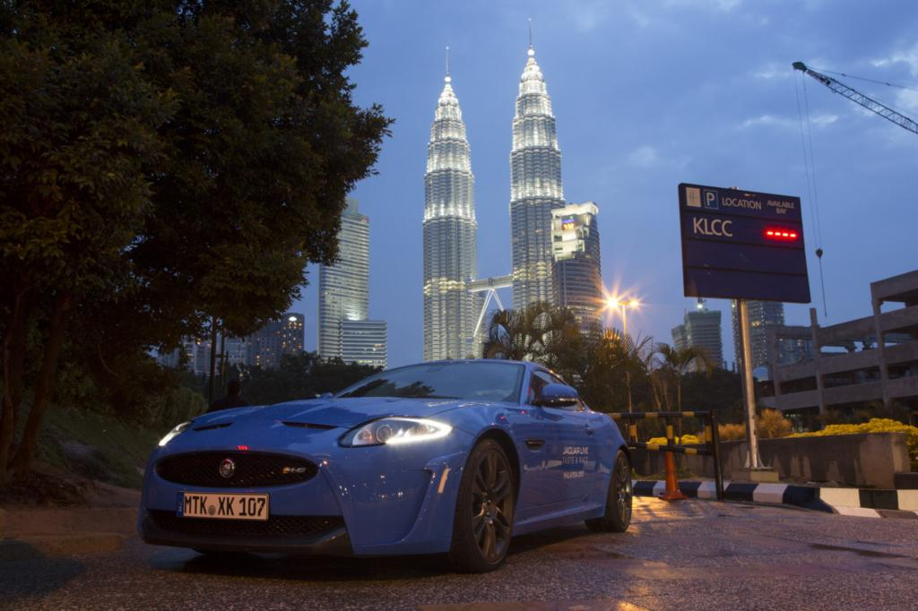 Adrenalin trifft Aroma: Mit dem Jaguar XKR-S Coupe in Malaysia