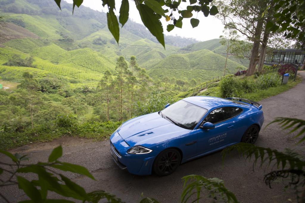 Adrenalin trifft Aroma: das XKR-S Coupe  im malaysischen Hinterland