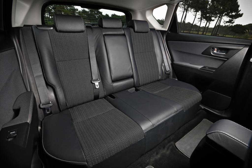 Alltags-Adonis mit kleinen Schwächen: der neue Toyota Auris, hier der Innenraum