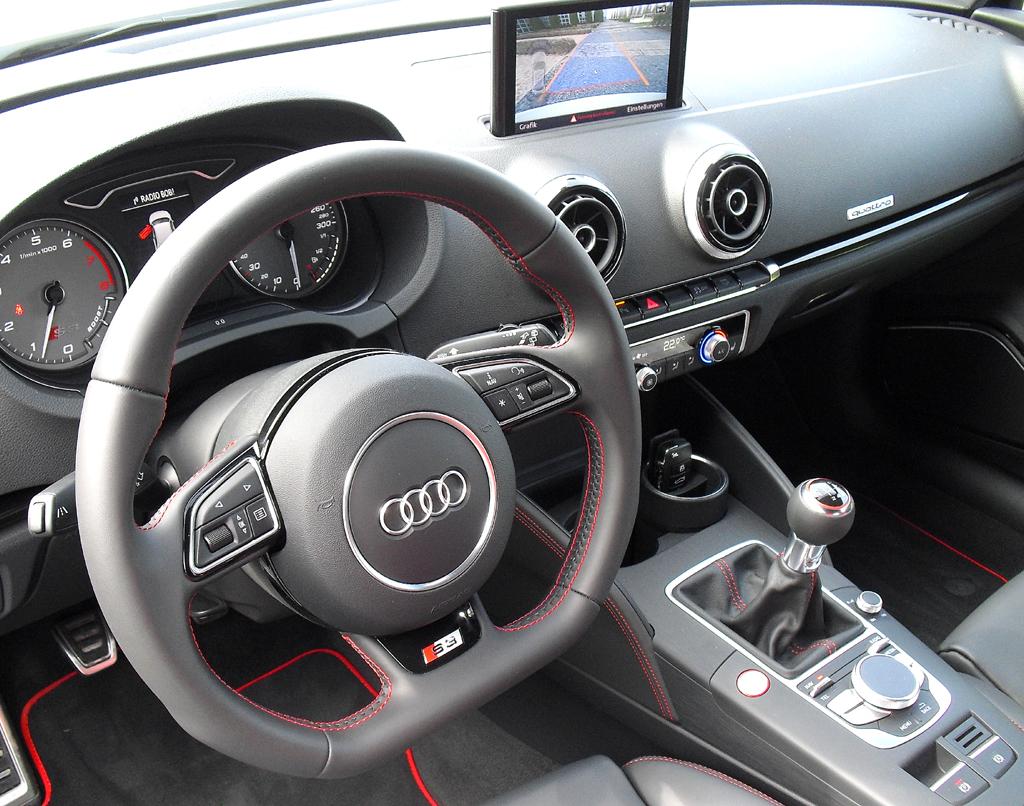 Audi S3: Blick ins sportlich-funktionelle Cockpit.