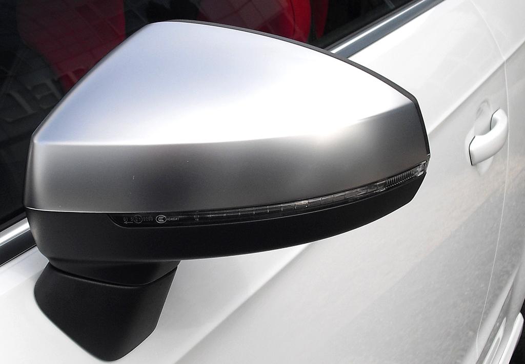 Audi S3: In die Außenspiegel sind schmale Blinkleisten integriert.