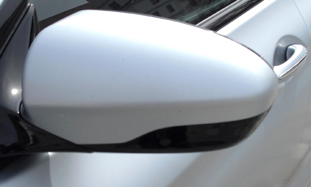 BMW M6 Gran Coupé: Blick auf den Außenspiegel auf der Fahrerseite.