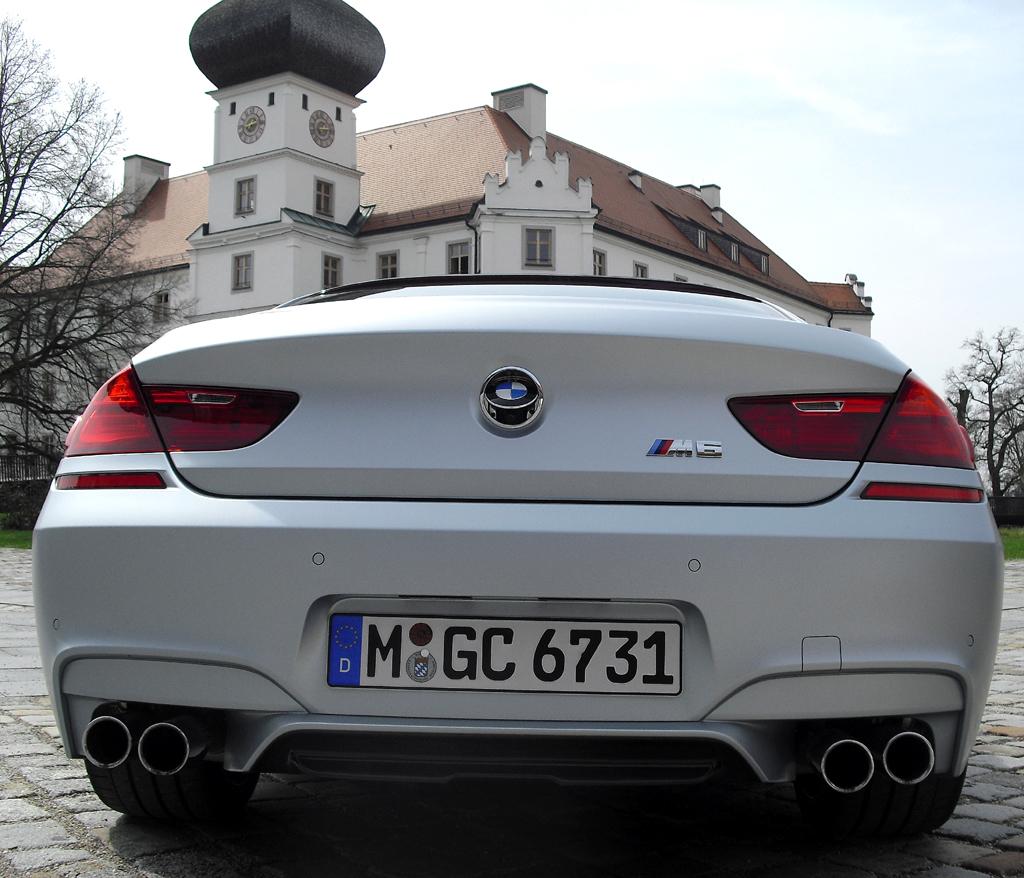 BMW M6 Gran Coupé: Blick auf die Heckpartie mit Diffusoreinsatz in der Schürze unten.