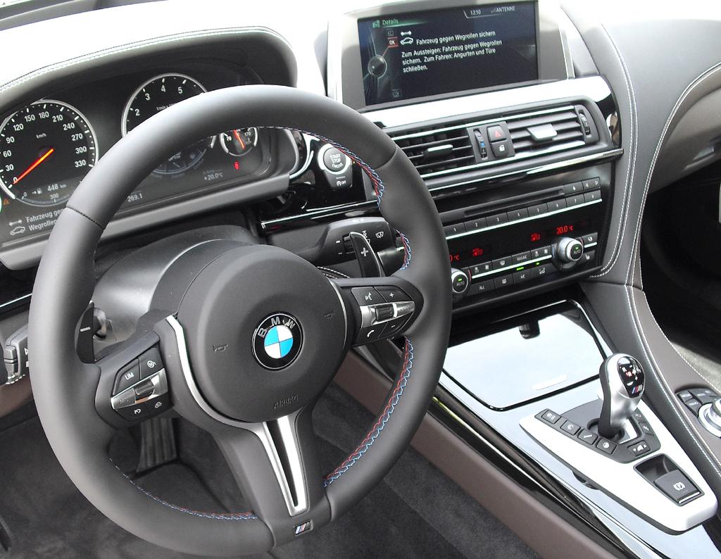 BMW M6 Gran Coupé: Blick ins sportlich-noble Cockpit.