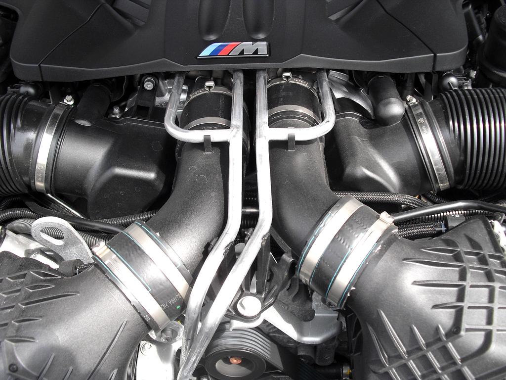BMW M6 Gran Coupé: Blick unter die Haube auf den Achtzylinder-Turbo mit 412/560 kW/PS.