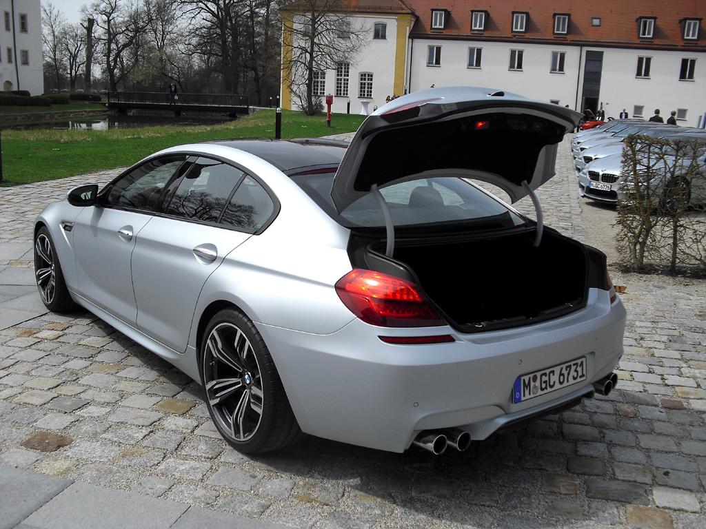 BMW M6 Gran Coupé: Ins Gepäckabteil passen 460 bis 1265 Liter hinein.