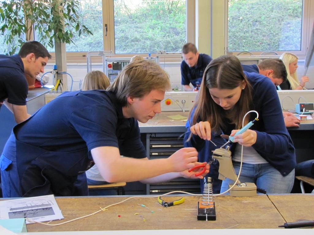 Daimler stellt rund 650 Schülerinnen technische Berufe vor