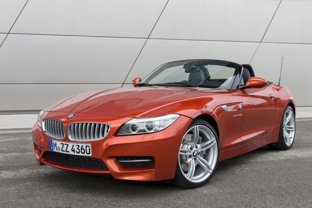 Der BMW Z4 präsentiert sich optisch nur ganz leicht verändert, wird dank eines neuen Einstiegsbenziners nun aber preiswerter.