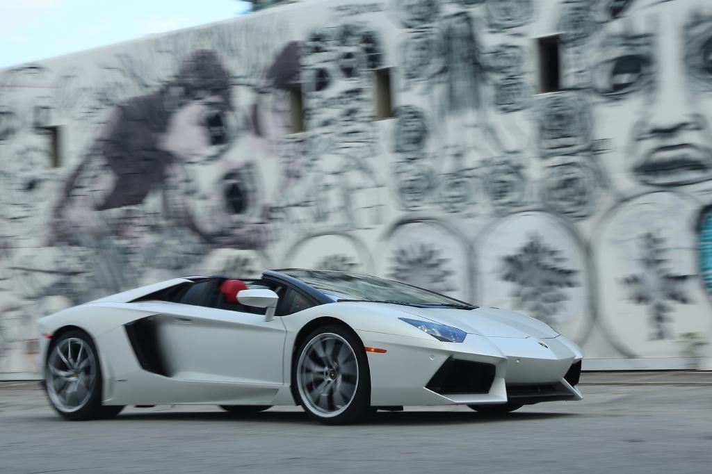 Der offene Lamborghini Aventador ist in jeder Beziehung extrem