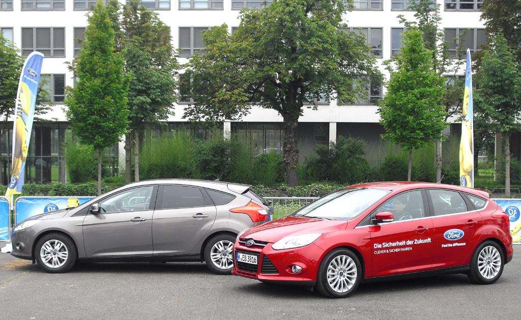 Elektronik, hier bei Ford, hilft beim sicheren Einparken. Falschparken aber kostet.