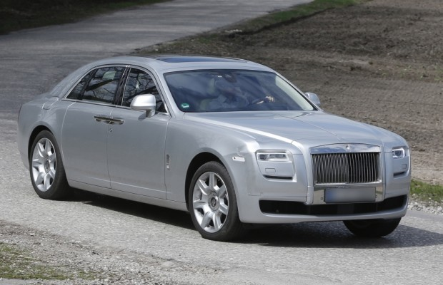 Erwischt: Erlkönig Rolls Royce Ghost - Augenlider straffen