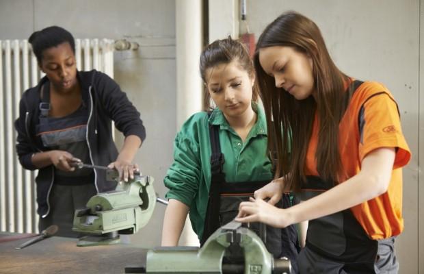 Ford: Mädchen bauen Autos