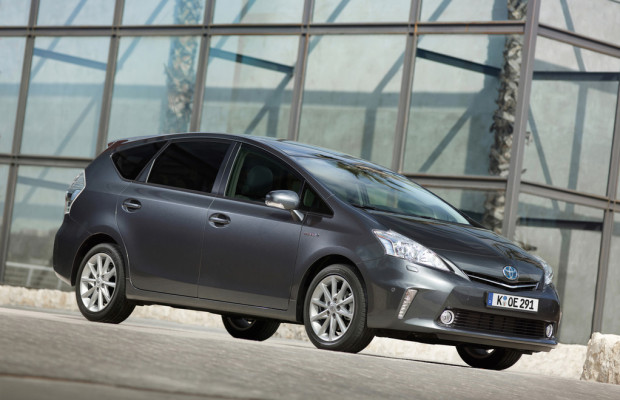 Frankfurter Ordungsamt bekommt vier neue Toyota Hybridfahrzeuge