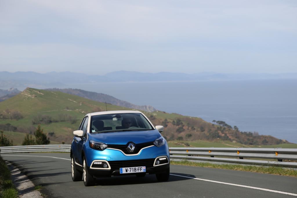 Im Captur feiert der 1,2-Liter-Benzindirekteinspritzer mit 88 kW/120 PS sein Debüt