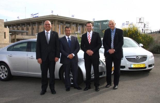 Israelische Parlamentsabgeordnete fahren Opel