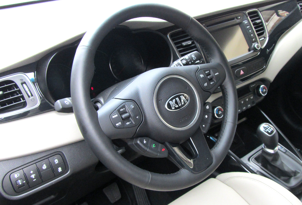 Kia Carens: Blick ins Cockpit.