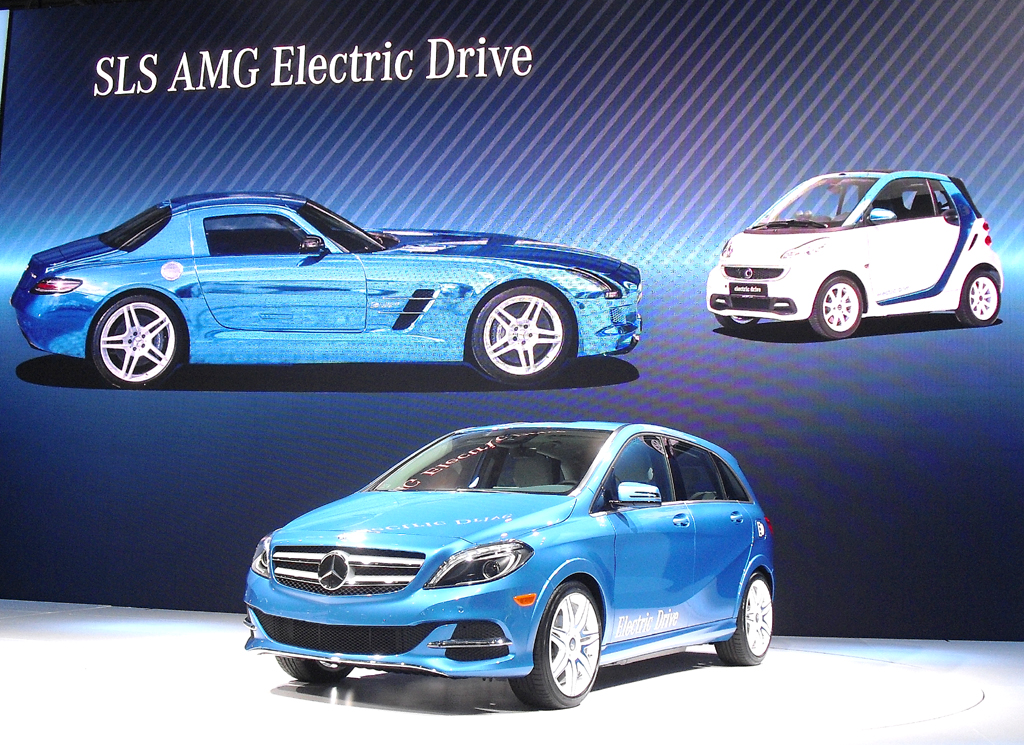 Mercedes B-Klasse Electric Drive mit dem Elektro-SLS-AMG und dem Elektro-Smart-Fortwo.